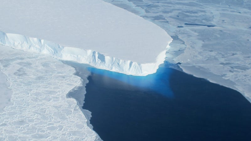 Illustration for article titled We Lose A Chunk Of Antarctic Ice The Size Of Mt. Everest Every 2 Years