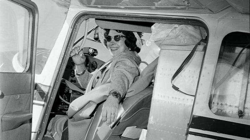 Illustration for article titled Pioneering Aviatrix Jerrie Mock Has Passed Away