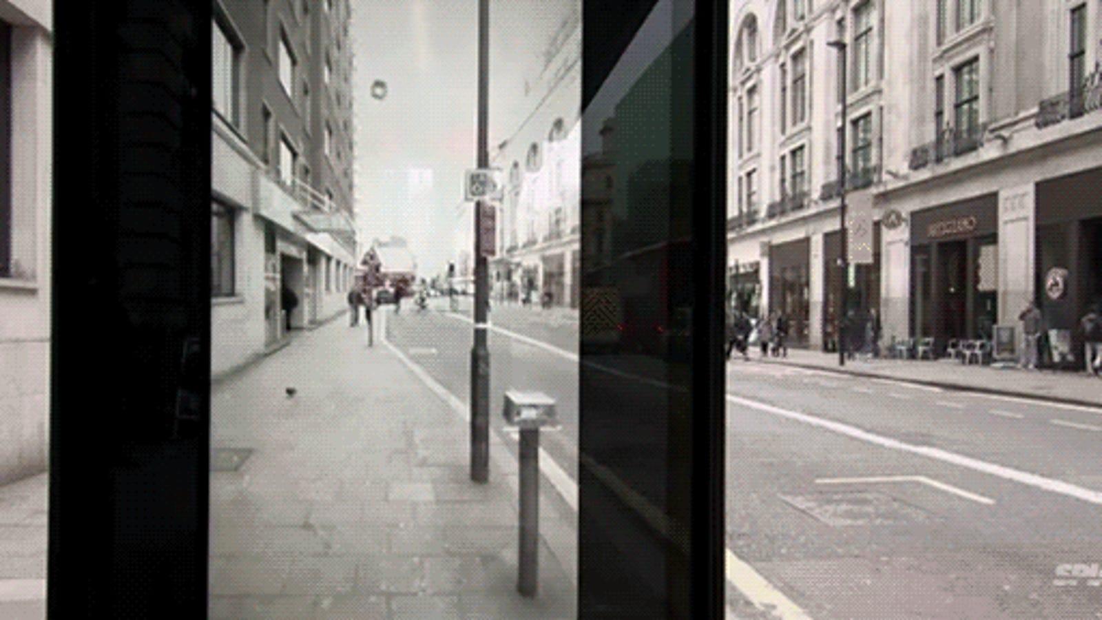 Una parada de bus atacada por meteoritos... en este genial anuncio