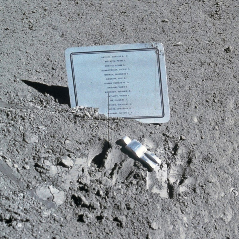 Illustration for article titled This is the only piece of art we've left on the Moon