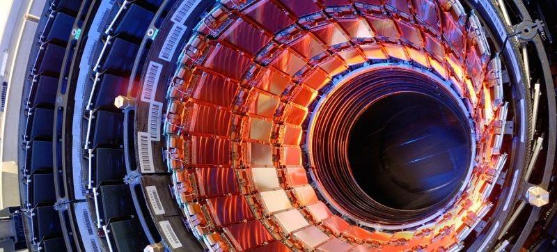 Illustration for article titled Un LHC en el maletero: descubren cómo fabricar aceleradores de partículas portátiles