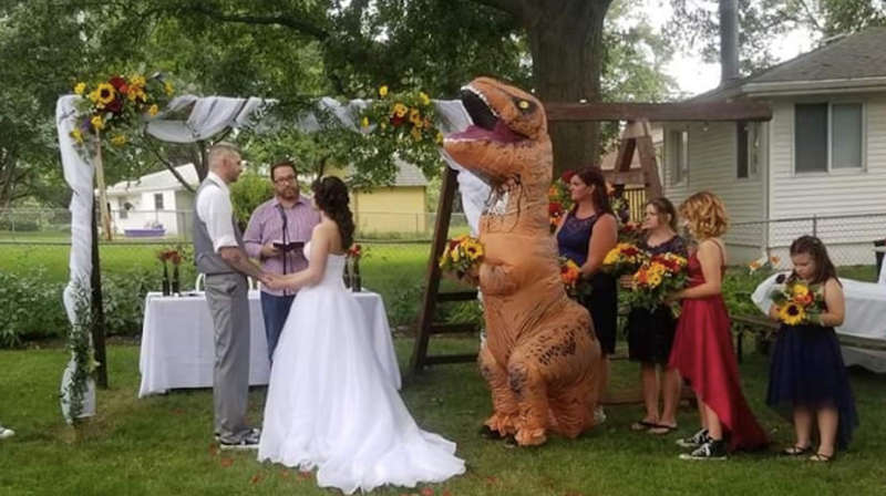 Illustration for article titled The Woman Who Wore a T-Rex Costume to Her Sister's Wedding Is the Best Person in America