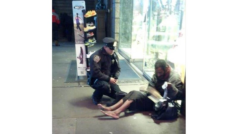 Illustration for article titled New York Police Officer Buys Shoes for Barefoot Homeless Man, Says 'I Knew I Had to Help'