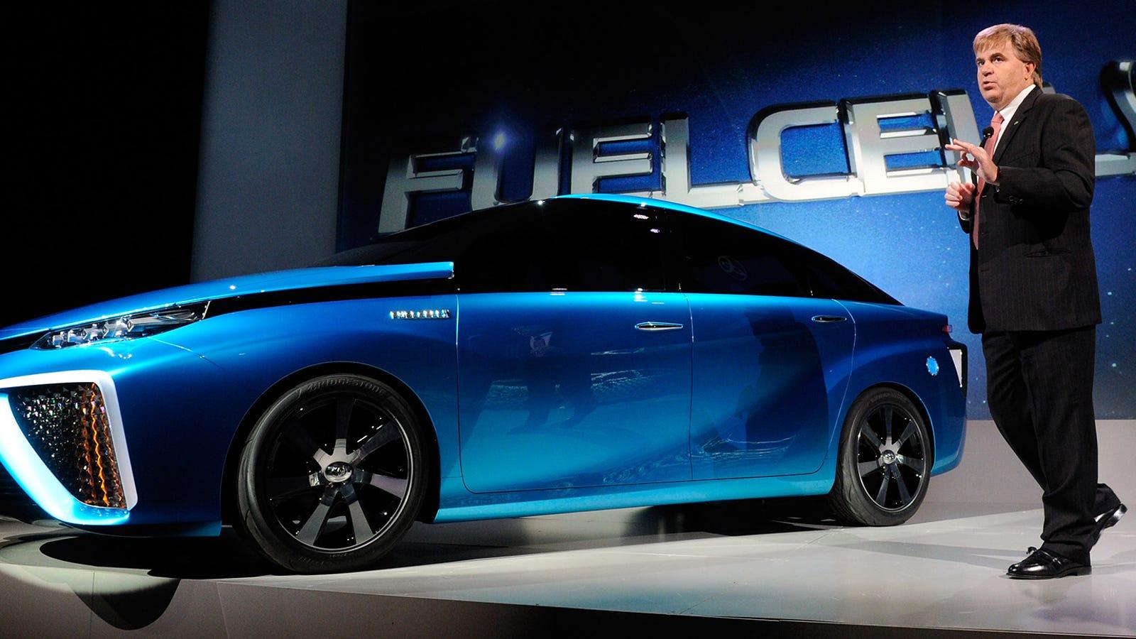 El primer coche de hidrógeno de Toyota llegará en 2015