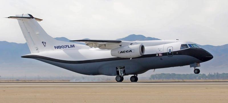 Illustration for article titled Cómo hacer un avión con solo un 10% de las piezas del modelo original