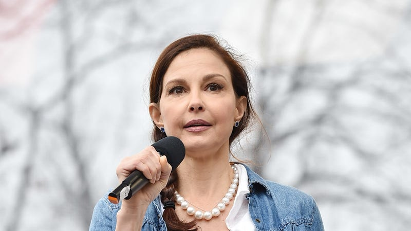 Illustration for article titled Harvey Weinstein Wants Ashley Judd to Dismiss Her Lawsuit, Claims His Conduct Was Not 'Severe'