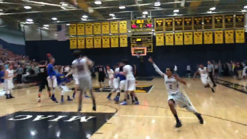 Illustration for article titled Bananas Boys Basketball Game Goes To 4th OT On Full-Court Shot, Is Won On Buzzer-Beating Three