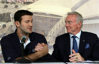 Illustration for article titled Jerry Jones Repeatedly Insists That Tony Romo Was The Fourth-Best Quarterback In The NFL This Year
