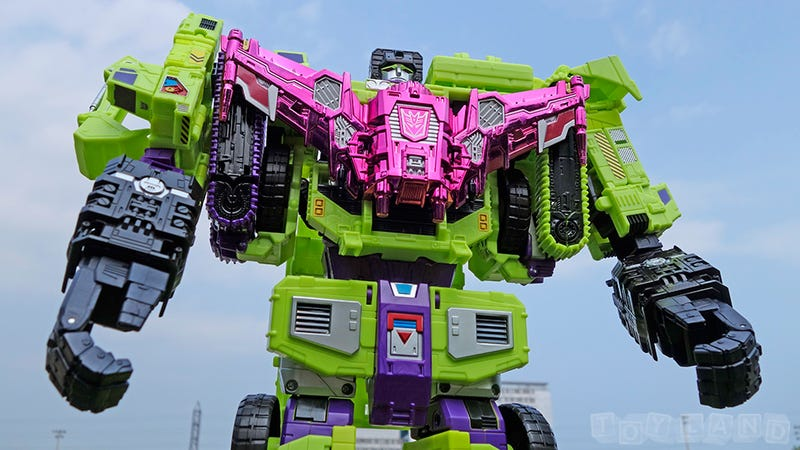 Illustration for article titled The Colossal New Transformers Devastator Is Better than the Original