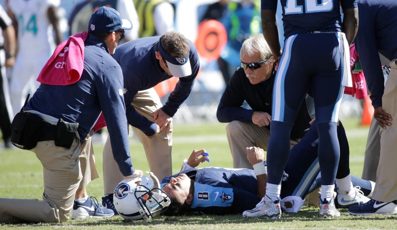 Illustration for article titled Marcus Mariota Has Sprained MCL After Late And Low Hit