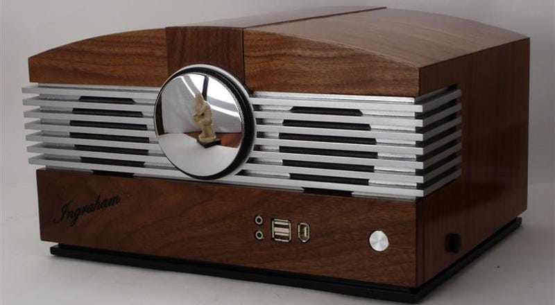 Illustration for article titled Beautiful Walnut Radio Is Actually Artful PC Casemod