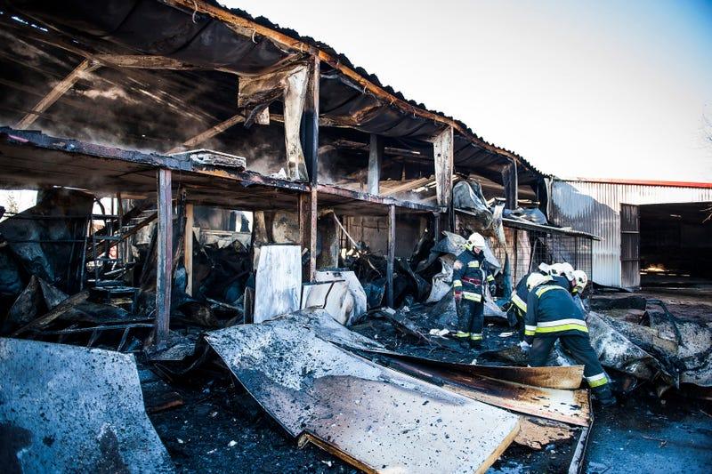 Illustration for article titled Mátyuson leégett egy hűtőház