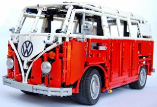 Illustration for article titled This Lego VW Type 2 T1 Bus is absolutely incredible!!