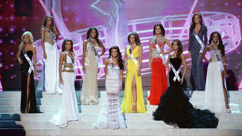 Illustration for article titled Miss USA Hopeful Sues After Pageant Recruiter Requests Blow Jobs