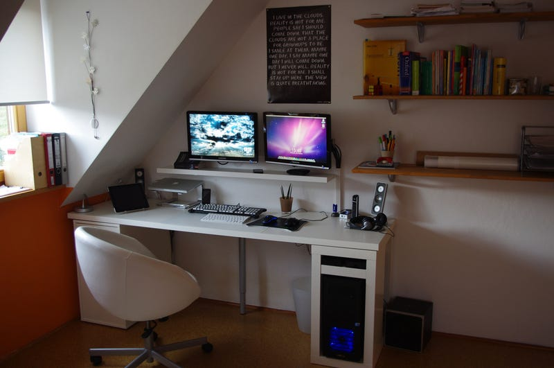 Architectural Details Sometimes Put A Damper On Your Home Office Planning Today S Featured Worke Embraces The Layout Of Room With Low Desk And