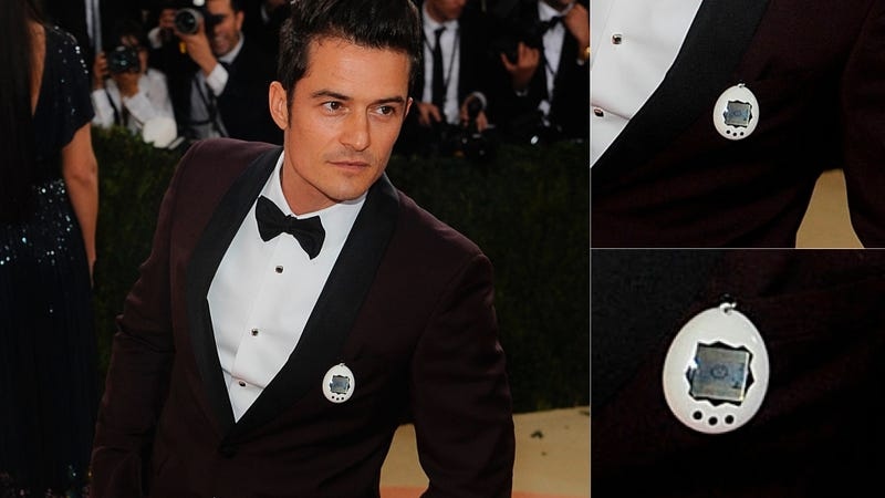 Illustration for article titled The Shocking Photos of Orlando Bloom's Tamagotchi Taking a Shit on the Met Gala Red Carpet
