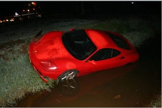 Illustration for article titled Dutch Ferrari Takes A Swim, Needs Diving Lessons