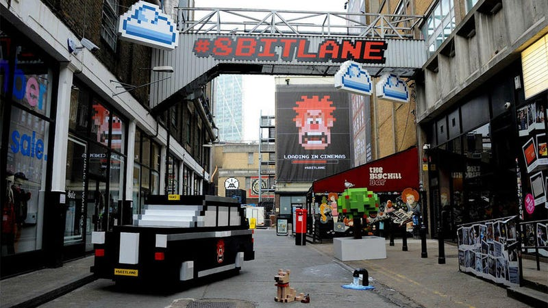 Illustration for article titled For One Weekend, A Real Street Was Turned Into An 8-Bit Landscape