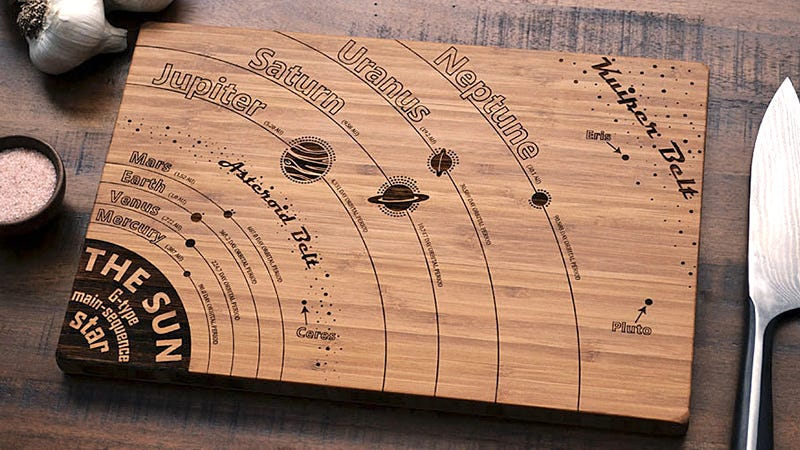 Illustration for article titled There's a Guide to the Solar System Etched Into This Cutting Board