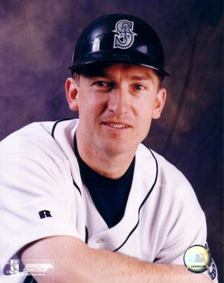 Illustration for article titled John Olerud Really Wants His Neighbor's Tree Cut Down
