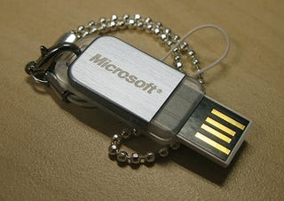 Illustration for article titled Microsoft May Sell Windows 7 on Flash Drives