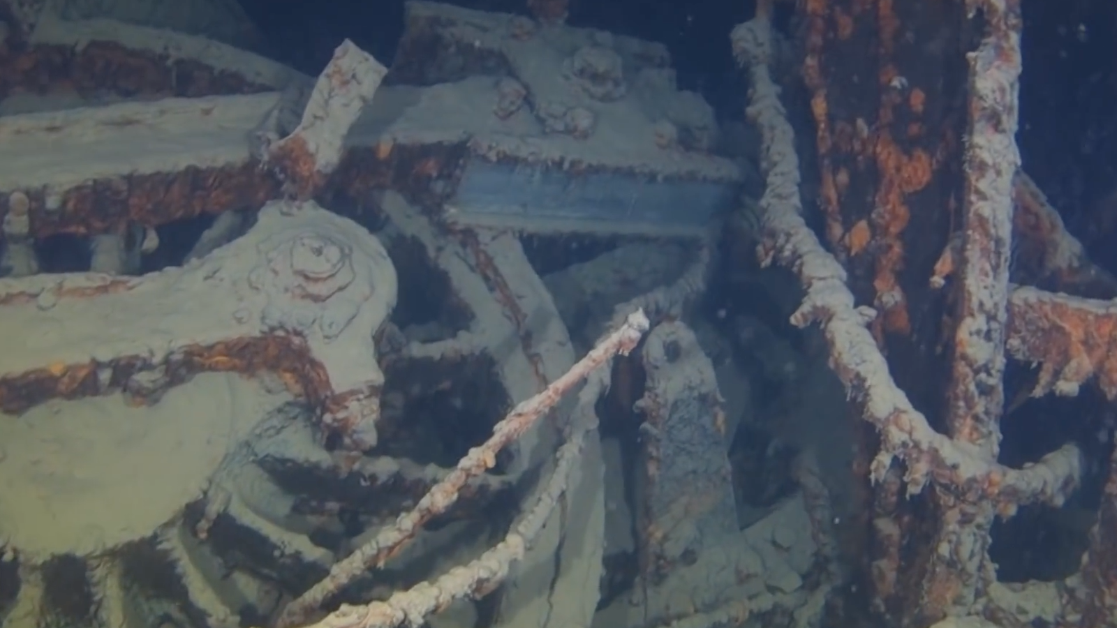 A Sunken 106-Year-Old Train At The Bottom Of Lake Superior ...