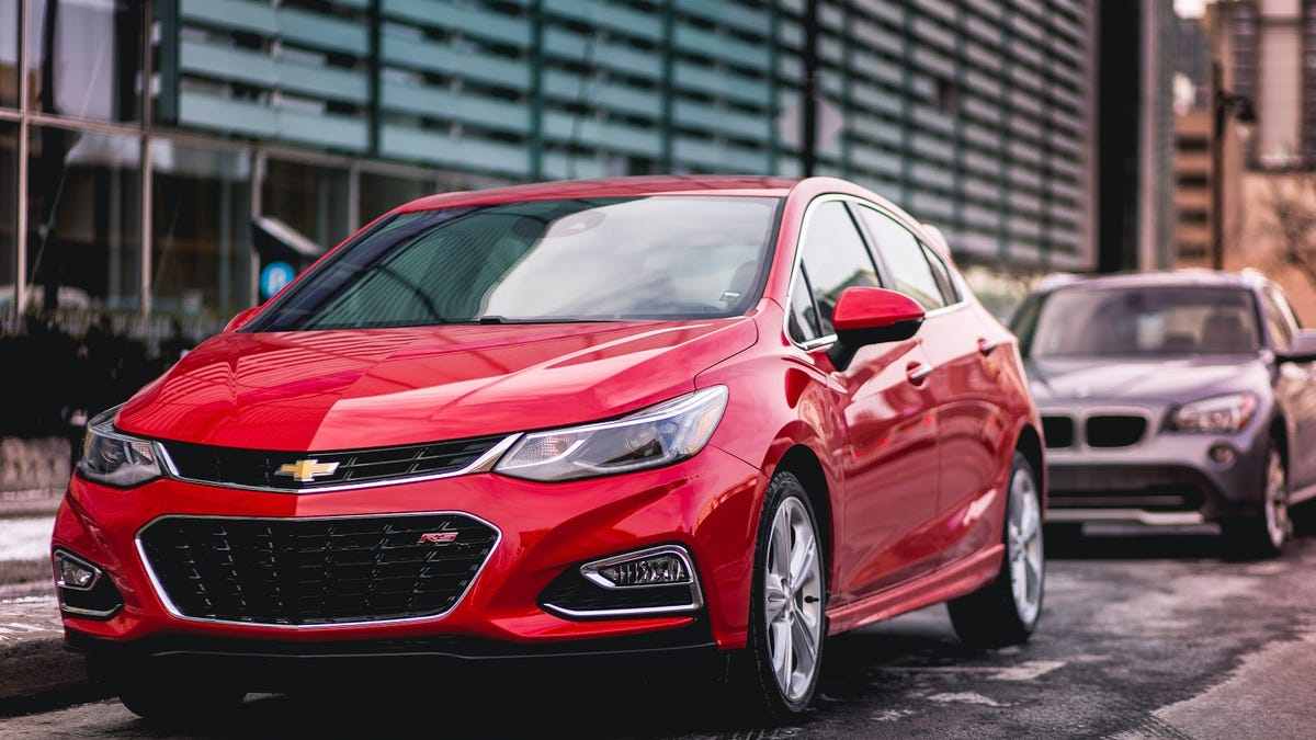 Chevrolet Cruze Owners Manual: Engine Compartment Fuse Block