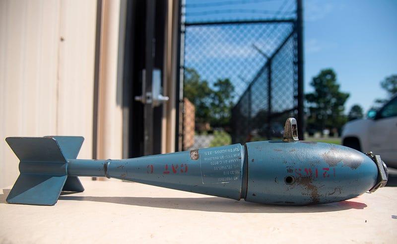 Foto de una bomba BDU-33s como las perdidas sobre Florida.
