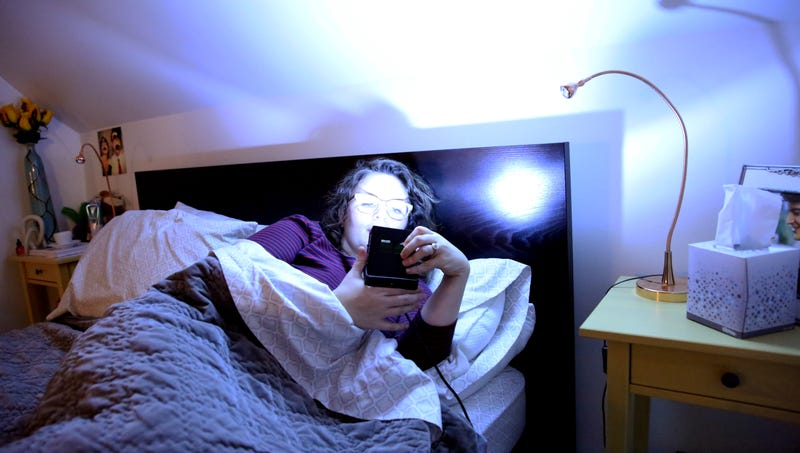 Illustration for article titled Nation's Sleep Experts Recommend Cutting Down On Strobe Light Before Bedtime