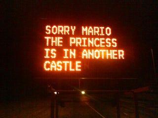 Illustration for article titled Mario/Princess Road Sign is the Pinnacle of Sign Hacking