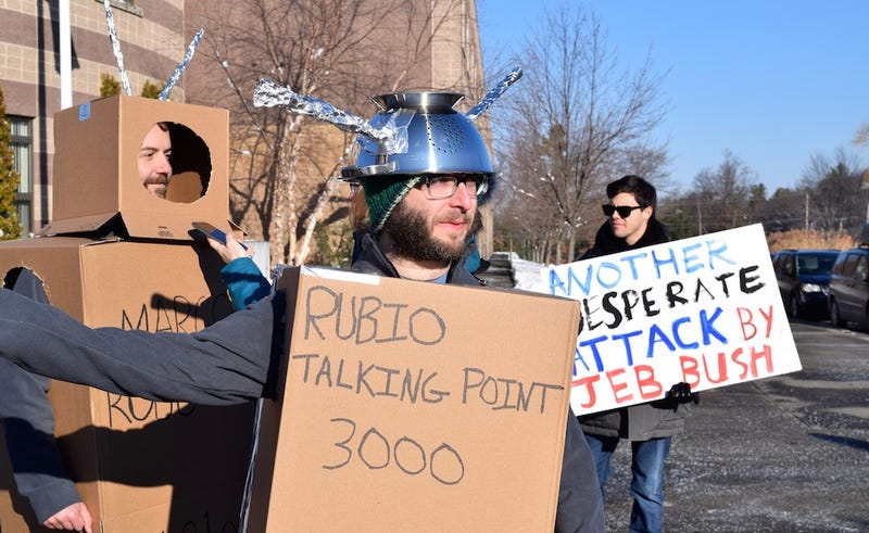 Illustration for article titled Marco Rubio's First Post-Debate Event Plagued by Robot Protesters