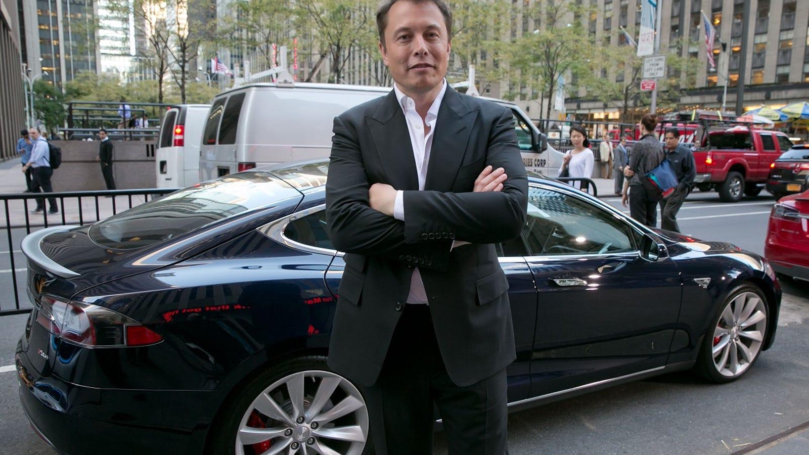 Elon Musk dice que en dos años los coches autónomos de Tesla serán tan buenos que el piloto podrá viajar durmiendo
