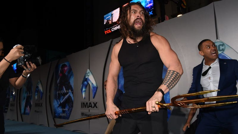 Illustration for article titled It's going to be hard for red-carpet premieres to top Jason Momoa's Aquaman haka dance