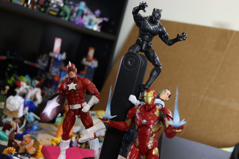 Toy Moment Builds a Giant Man out Of Marvel Legends action Figures