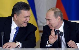 Illustration for article titled Janukovics az utolsókat rúgja