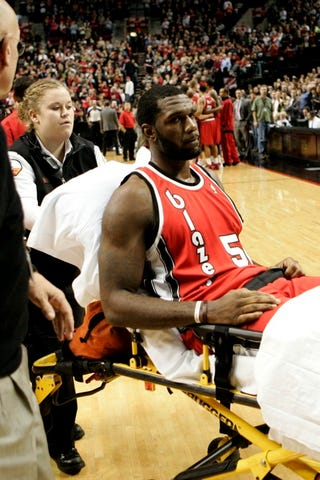 Illustration for article titled Greg Oden, Part-Time Athlete, Full-Time Knee Wrecker, Is Out For The Season