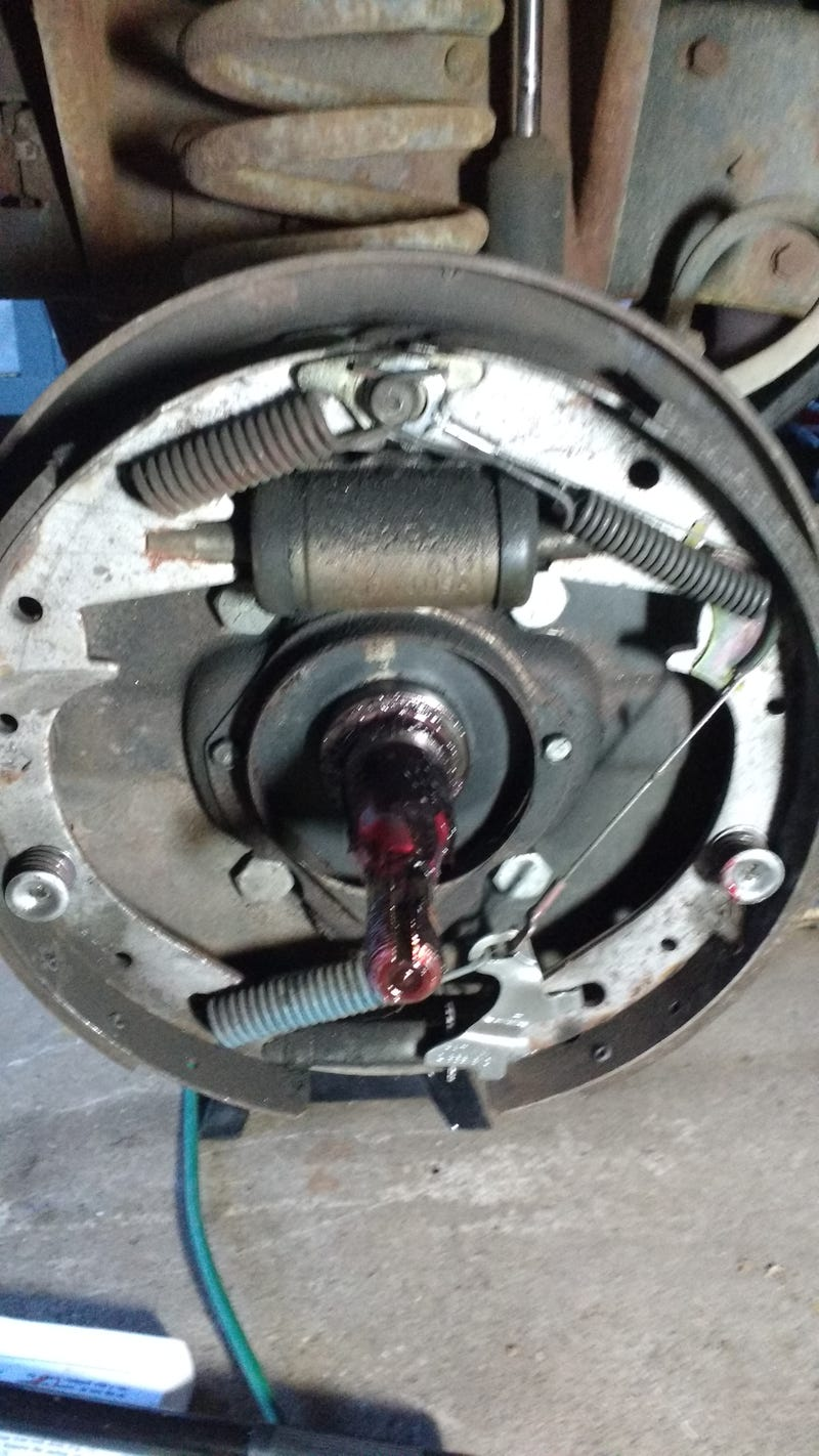 Question  ANSWERED  about  60s    Ford    Drum Brakes