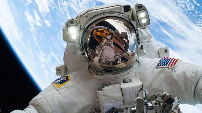 """Astronauta en """"acción"""". NASA"""