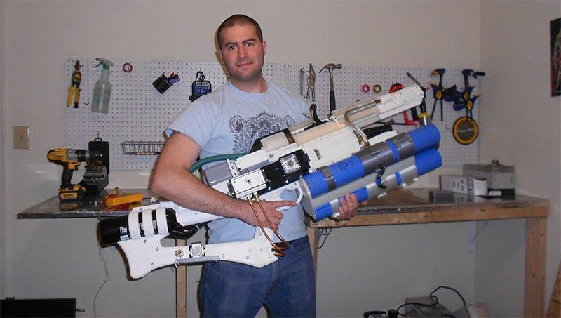 Illustration for article titled Guy Builds Actual Handheld Railgun