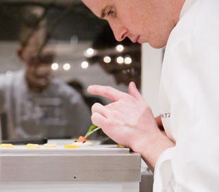 Illustration for article titled Alinea's Chef Grant Achatz Preps Dinner LIVE on Giz: Tonight 9:45PM ET/6:45PM PT