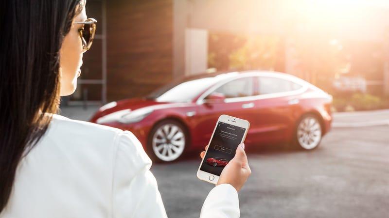 Illustration for article titled Una caída de los servidores de Tesla hizo que algunos usuarios no pudieran abrir sus coches