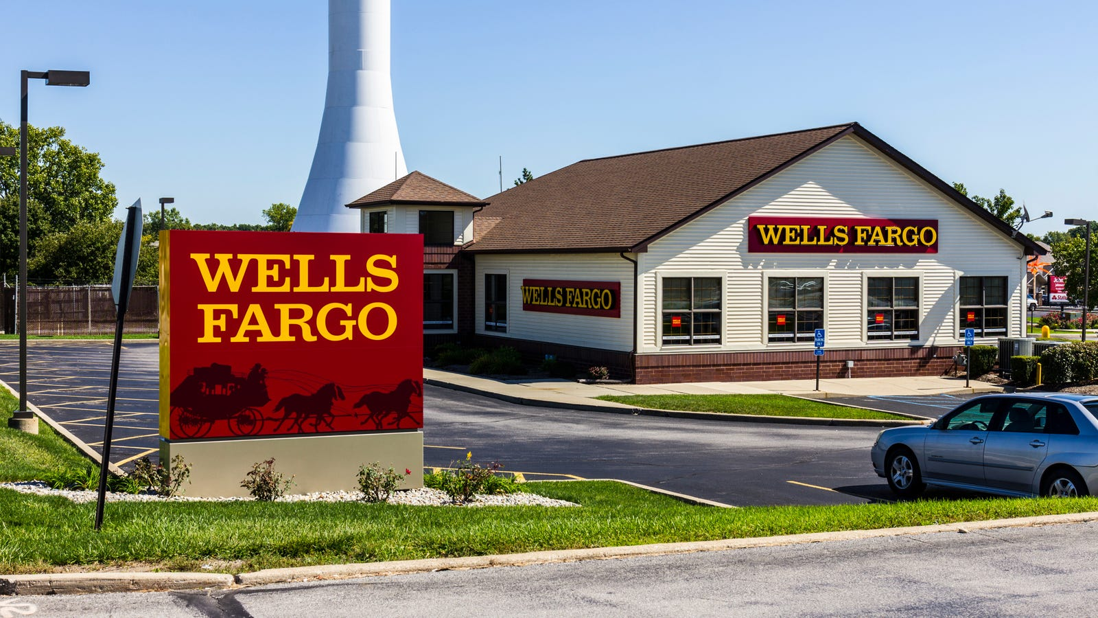 Wells Fargo Employees Call Cops on 78-Year-Old Black Woman After