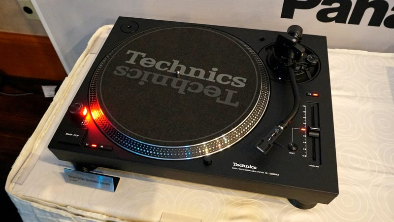 Illustration for article titled Panasonic Returns the Technics 1200 Turntable to Its DJ Roots With the new MK7