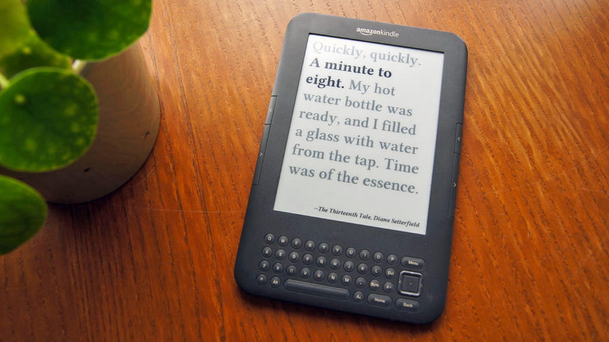 This Guy Figured Out How to Turn an Old Kindle Into the Perfect