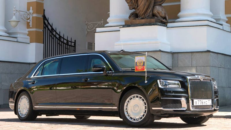 Illustration for article titled Putin Arrives At Fourth Inauguration In New Russian-Made Armored Limousine