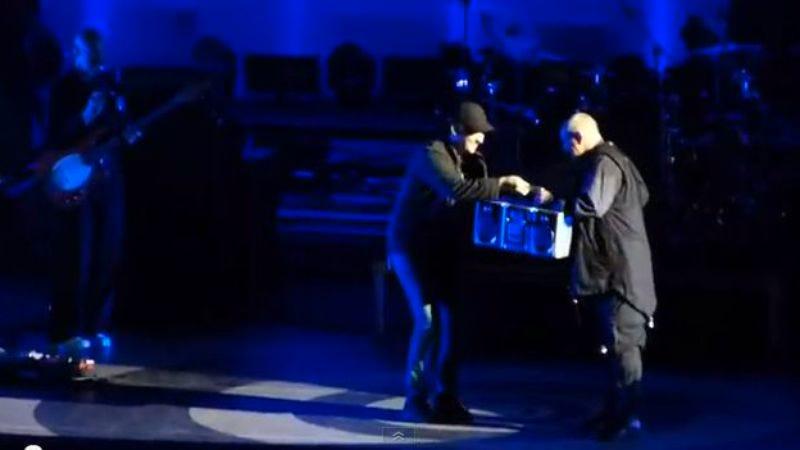 Illustration for article titled Lloyd Dobler shows up to a Peter Gabriel concert