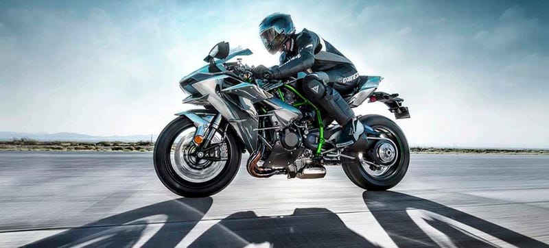 Illustration for article titled A Question Of Hype: 2015 Kawasaki H2 vs 2014 ZX-10R