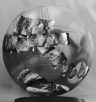Illustration for article titled This Globe Holds Some Of The First Detailed Photographs Of Mars