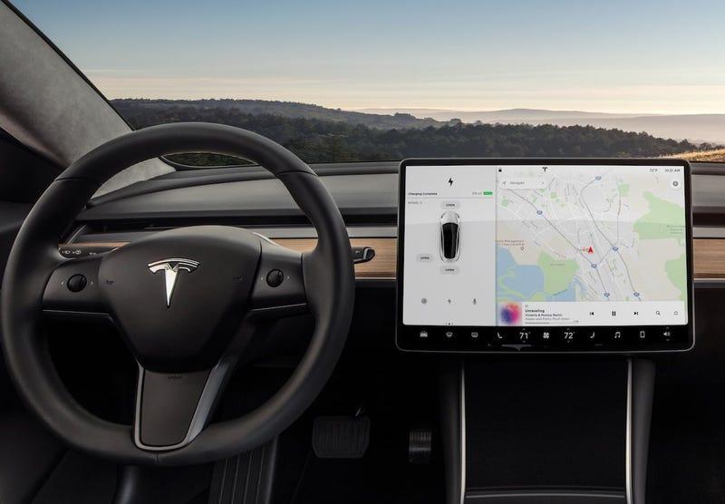 Illustration for article titled El primer vistazo detallado a la interfaz del Tesla Model 3 revela que es de todo menos práctica