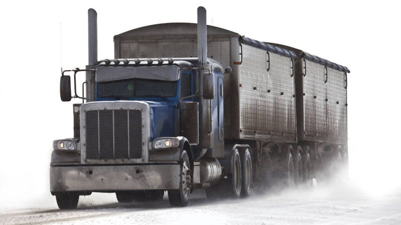 Illustration for article titled 11 winter driving tips from a pro trucker